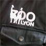 logo du zoo de Lyon sur la veste d'un employé